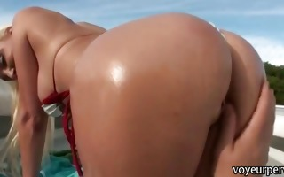 big juggs blonde amateur shows her sexy butt and