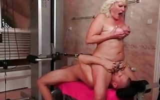 old floozy gets fucked hard in the gym