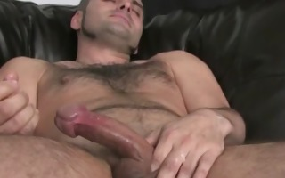 bear hunks wanking his big piece