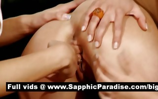 hawt dark brown lesbos fingering and licking