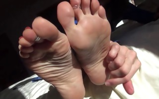 mature feet to take up with the tongue engulf