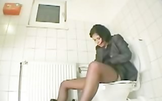 my sister amanda cumming on the shitter seat
