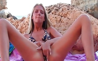 suzanna charming golden-haired babe fingering